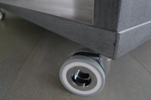 Jasanový konferenční stolek v grafitovém kabátu