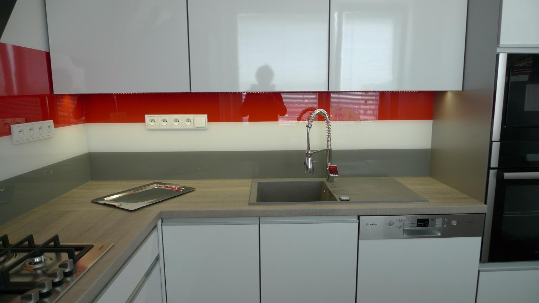 Byt v panelovém dom u011b a v n u011bm krásná kuchy u0148 Greytech