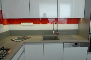 kuchyňská linka Greytech, skleněný obklad Greytech
