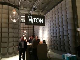 Stánek TON Miláno i Salone del mobile 2015 - design Olgoj Chrochoj